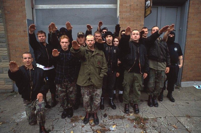 Бытовая жизнь неонацистской группы в США. Изображение № 13.