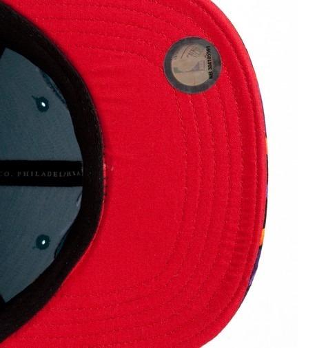 Genesis Project совместно с Pendleton выпустили вторую коллекцию кепок с символикой команд НБА. Изображение №10.