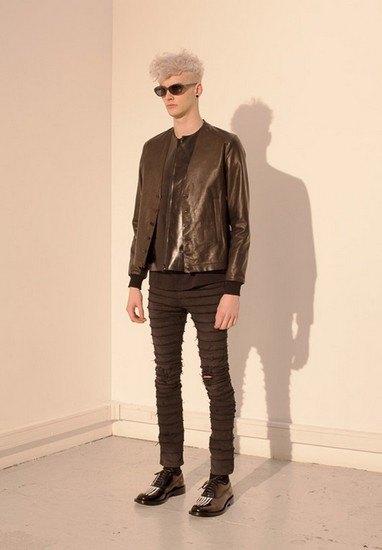 Марка Undercover опубликовала лукбук осенней коллекции одежды. Изображение № 44.