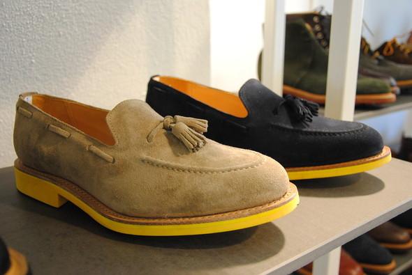 Что делают лоферы в осенне-зимней коллекции не совсем понятно — все-таки это скорее летняя обувь. Смотрится, однако, благородно.. Изображение № 2.