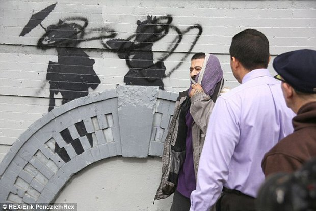 Жители Нью-Йорка дважды избили вандала, закрасившего граффити Бэнкси. Изображение № 4.