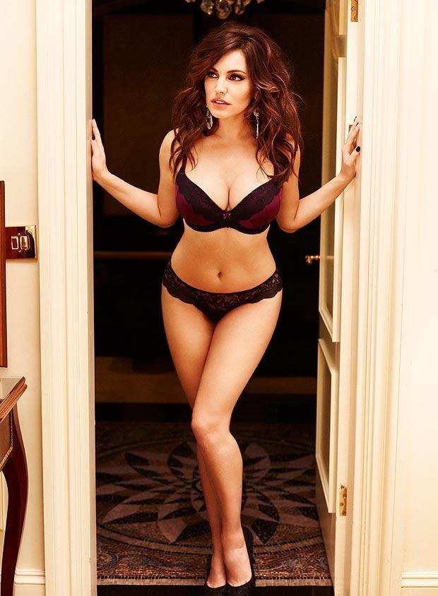 Актриса и модель Келли Брук снялась в рекламе собственной линейки нижнего белья. Изображение № 4.