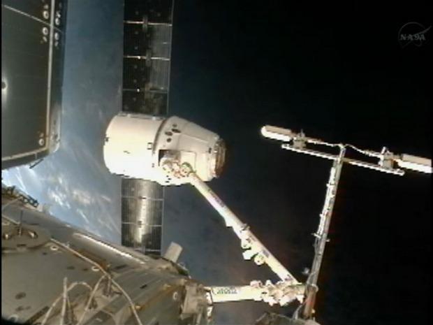 Первый частный космический грузовик пристыковался к МКС. Изображение № 4.