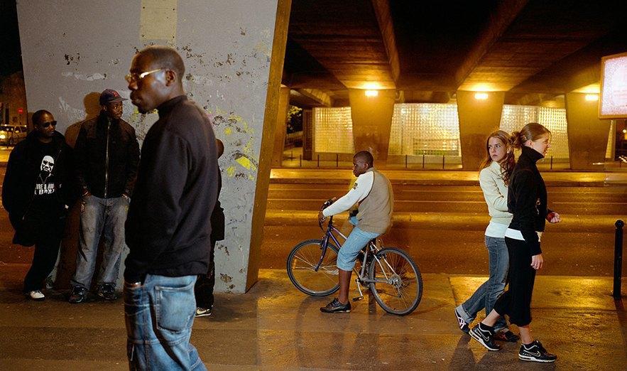 Жизнь обитателей французских окраин в фотопроекте Мохаммеда Борусса. Изображение № 4.