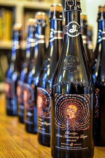 Бруклинская пивоварня украсила бутылки работами современных нью-йоркских художников. Изображение № 1.