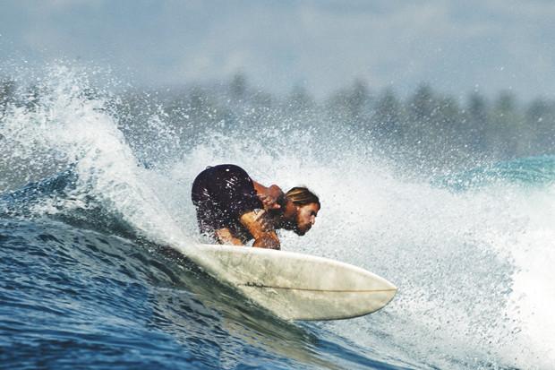 Гонки по пляжу, серфы и бесконечное лето: Репортаж из мастерской Deus Ex Machina на острове Бали. Изображение № 35.