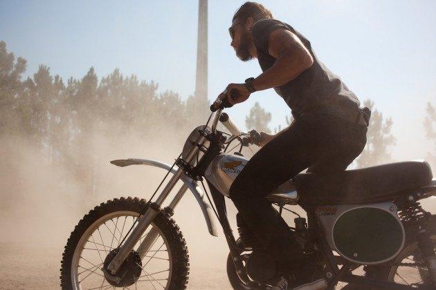 Марка Edwin совместно с мастерской Blitz Motorcycles представила лукбук новой коллекции. Изображение № 5.