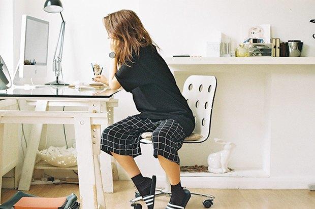 Adidas Originals призвал носить сандалии с носками. Изображение № 5.