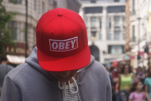 Кепка с логотипом стрит-арт художника Obey. Изображение № 28.