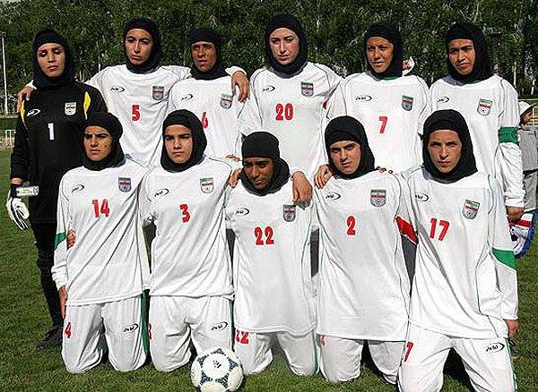 Четверо игроков иранской женской сборной по футболу оказались мужчинами. Изображение № 1.