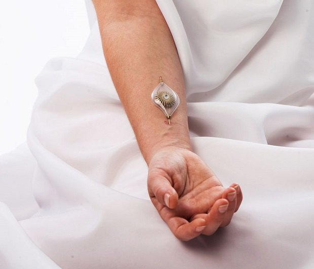 Представлены ювелирные украшения, которые используют энергию тела человека. Изображение № 2.