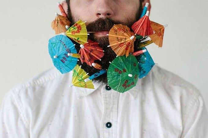Американец научил свою бороду держать предметы. Изображение № 7.