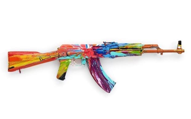 Британские художники представили миролюбивые модификации АК-47. Изображение № 1.
