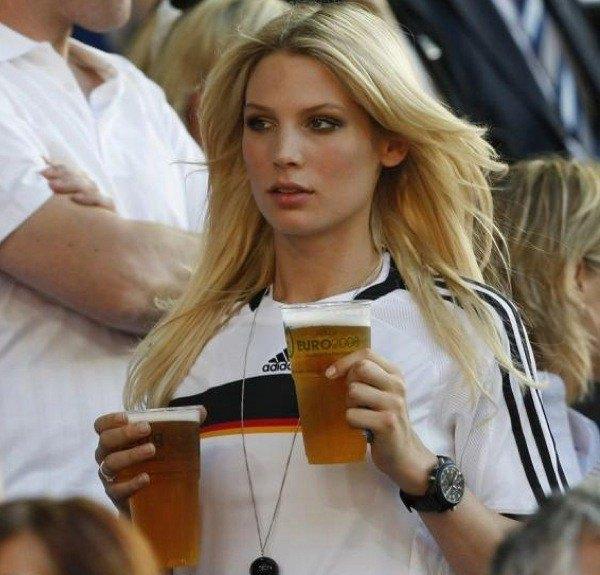 Владимир Путин разрешил рекламировать пиво на стадионах. Изображение № 1.