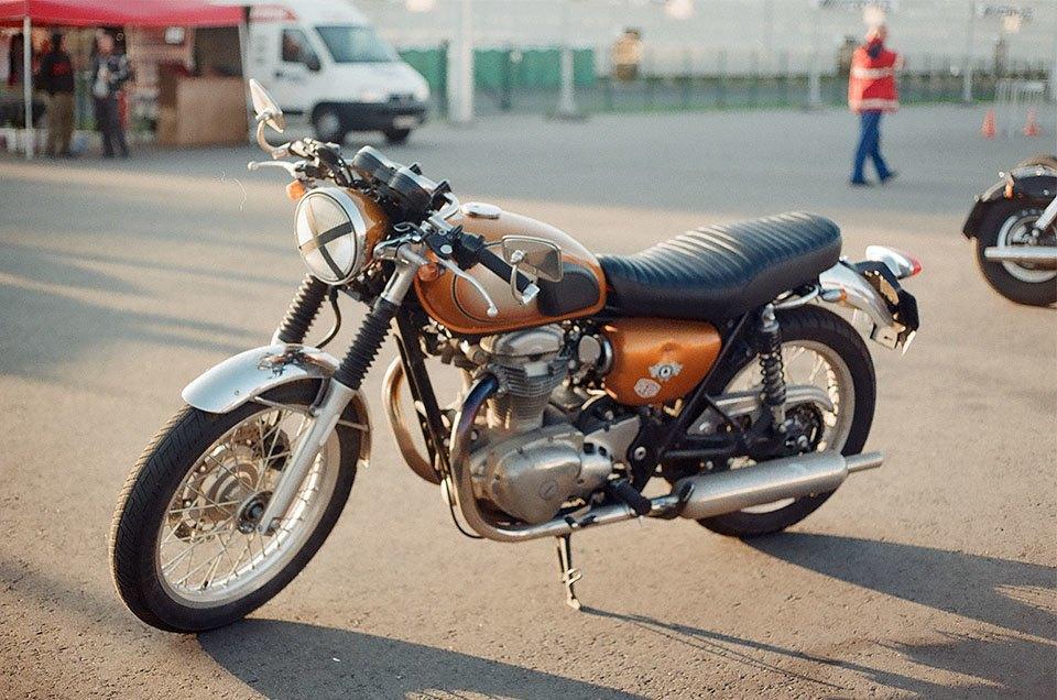Фоторепортаж с гонки кастомных мотоциклов Nuts & Bolts. Изображение № 17.