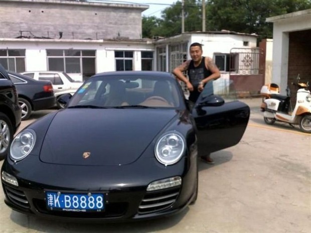Китайский бандит потерял телефон с коллекцией личных фото: смотрим и обсуждаем. Изображение № 3.