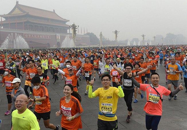 Марафон в Пекине прошел в респираторах из-за густого смога. Изображение № 2.