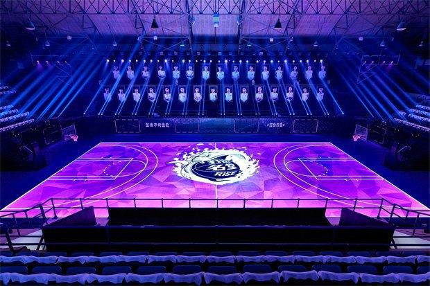 Новое LED-поле Nike превратило спорт в видеоигру. Изображение № 1.