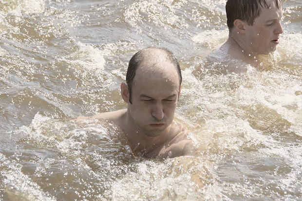 В воде необходимо было делать махи руками — сотню раз. Изображение № 26.