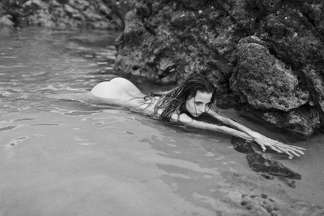 Жаклин: Красивая полька на пустынном пляже. Изображение № 5.