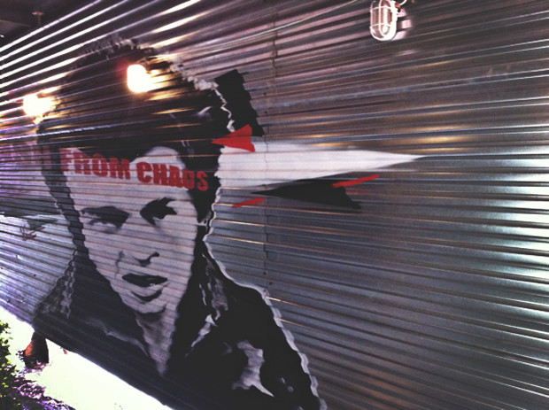 Граффити-художник P183 нарисовал портрет Сида Вишеза у входа в бар «Клава». Изображение № 24.