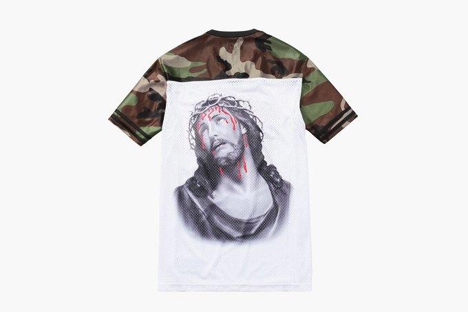 Марка Supreme выпустила футболки с изображением Иисуса. Изображение № 2.
