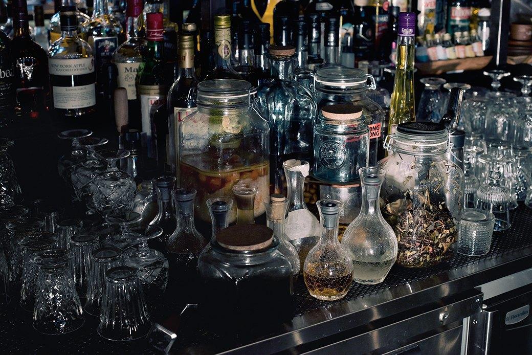Как приготовить Negroni: 3 рецепта классического коктейля. Изображение № 7.