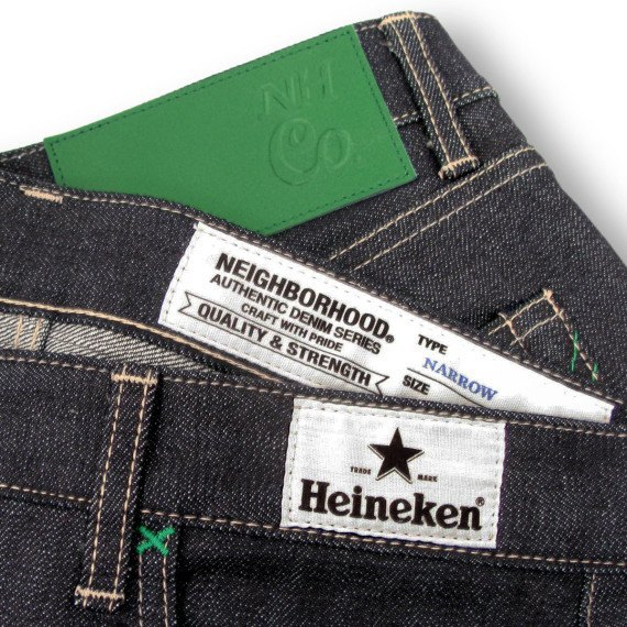 Японский бренд Neighborhood и пивоварня Heineken сшили совместную модель джинсов. Изображение № 1.