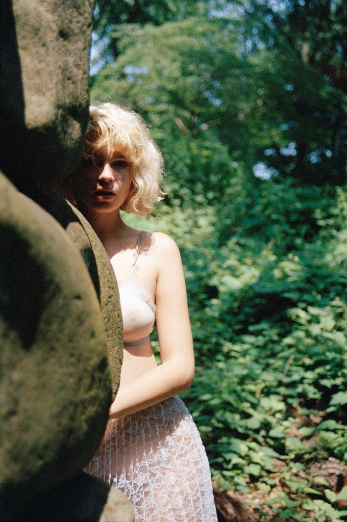 Канадская модель Британи Нола снялаcь для журнала Purple. Изображение № 5.