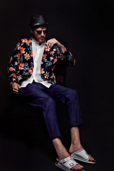 Марка Sophnet выпустила лукбук весенней коллекции одежды. Изображение № 8.