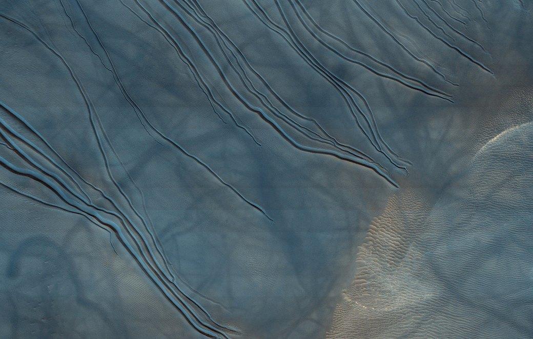 Новые фотографии поверхности Марса, опубликованные агентством NASA. Изображение № 9.