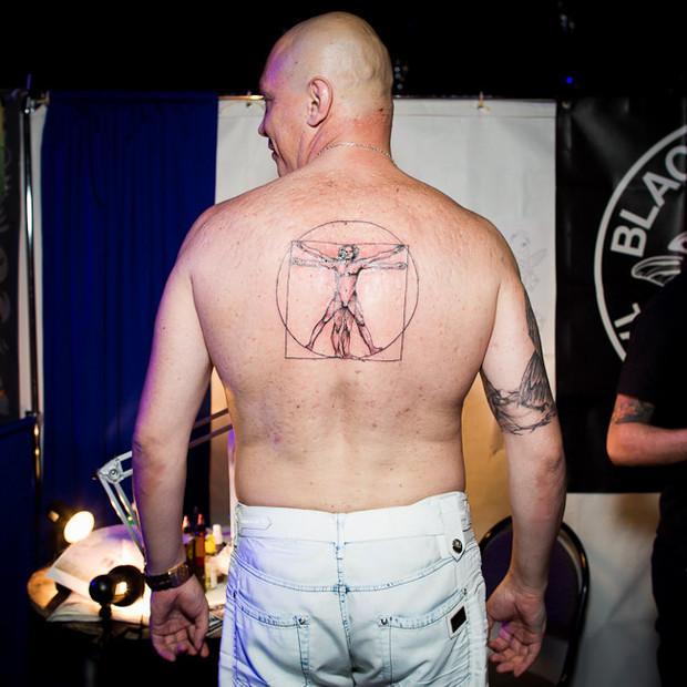 Разговоры за спиной: Обладатели «забитых» спин рассказывают о сюжетах своих татуировок. Изображение №9.