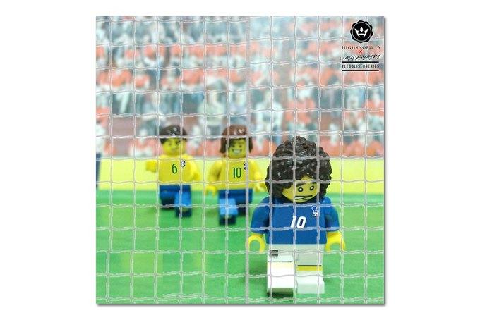 Малайзиец воссоздал исторические моменты футбольных чемпионатов из LEGO. Изображение № 8.