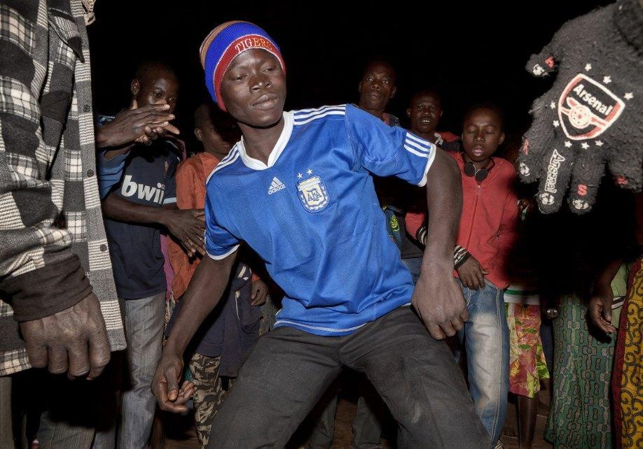 Мы хотим танцевать: Как выглядит сельская дискотека в Африке. Изображение № 6.