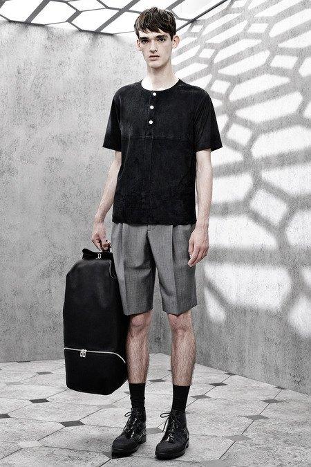 Французский бренд Balenciaga опубликовал лукбук новой коллекции. Изображение № 13.