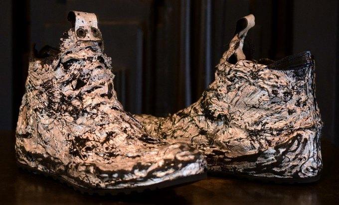 Голливудский бутик продаёт кроссовки с позолотой за 1800 долларов. Изображение № 3.