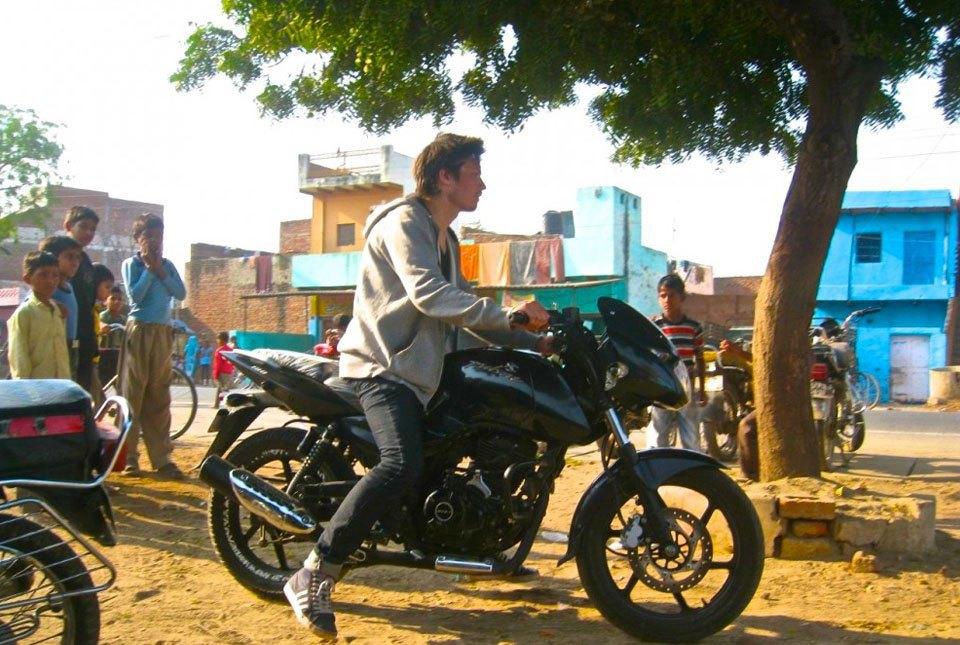 «Нет ничего лучше гор, мотоцикла и бесконечной дороги под ним»: Путешествие по Азии на двух колёсах. Изображение № 13.