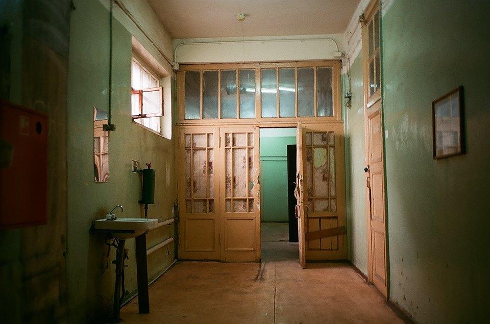 Фоторепортаж: Как мы сделали ремонт в мастерской силами редакции. Изображение № 22.