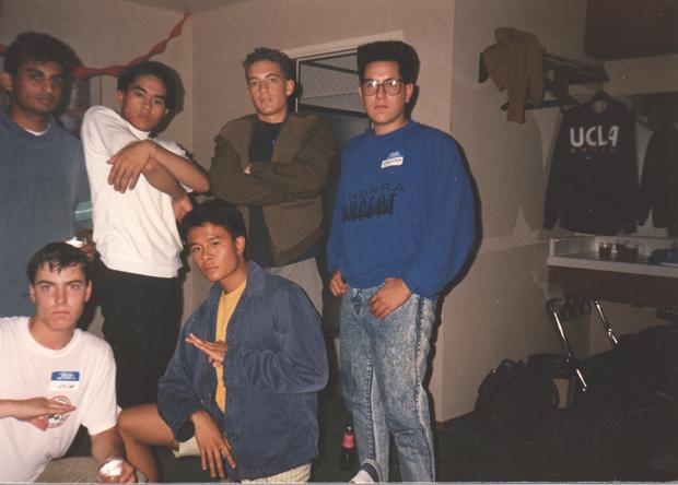 Крис — третий в верхнем ряду. Фотография 1987 года.. Изображение № 8.