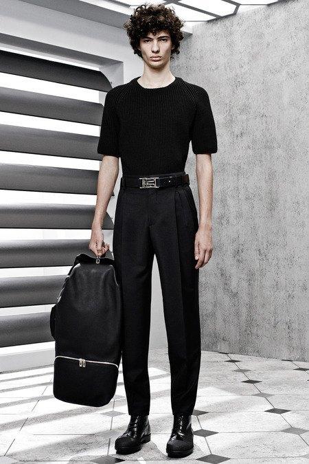 Французский бренд Balenciaga опубликовал лукбук новой коллекции. Изображение № 21.
