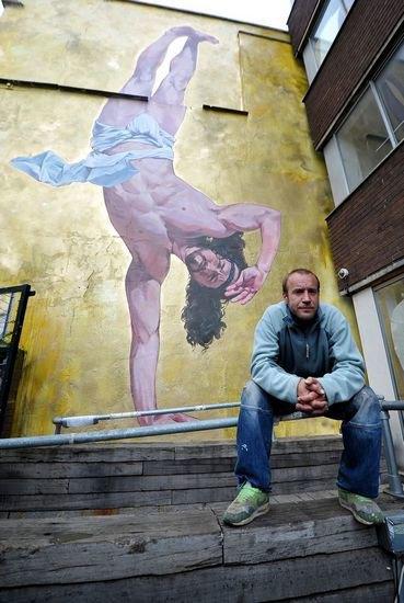 В Бристоле появилось граффити с танцующим брейк Иисусом. Изображение № 3.