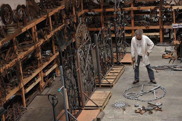 В Лондоне пройдет выставка металлических ворот, созданных Бобом Диланом. Изображение № 4.
