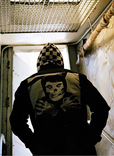 Марка Supreme и панк-группа The Misfits выпустили совместную коллекцию одежды. Изображение № 1.