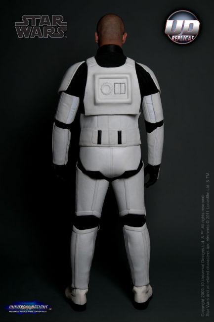 Мотоциклетный костюм, вдохновленный дизайном имперского штурмовика из «Звездных войн». Изображение № 5.