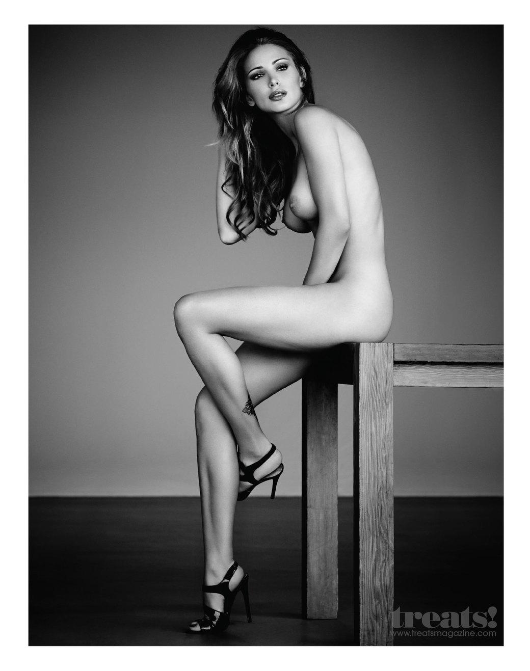 Стив Шоу сфотографировал актрису и модель Тину Каскиани для нового номера журнала Treats!. Изображение № 3.