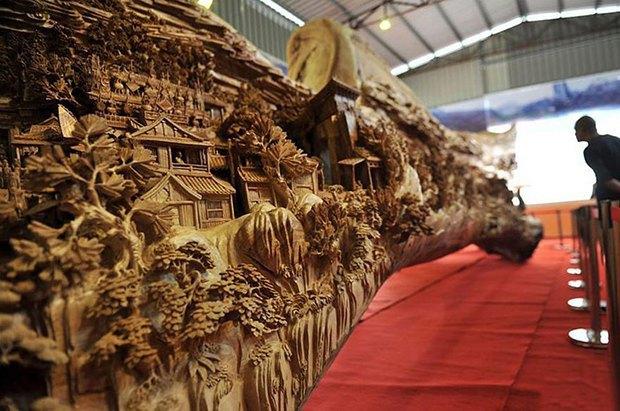 Китайский мастер попал в «Книгу рекордов Гиннесса» за самую длинную скульптуру из дерева. Изображение № 3.