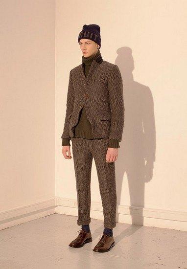 Марка Undercover опубликовала лукбук осенней коллекции одежды. Изображение № 17.