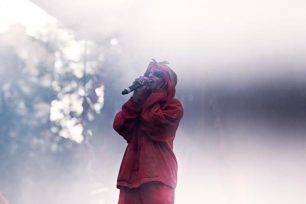 M.I.A. начала свое московское выступление с десятиминутной мантры, сменившейся на главный боевик последнего альбома —«Born Free». Изображение № 4.