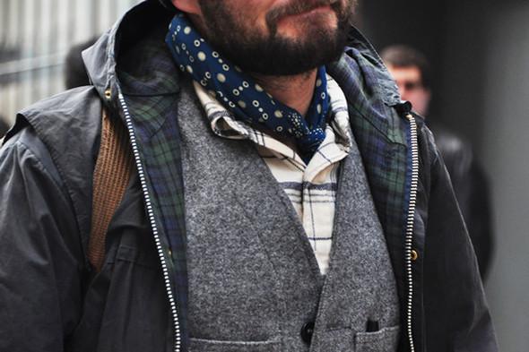 Последнее, о чем должен всерьез думать мужчина, — это сочетаемость подкладки куртки с рубашкой. Фотография Томми Тона. Изображение № 45.