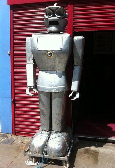 Человекоподобный робот 1957 года уйдет с молотка. Изображение № 6.